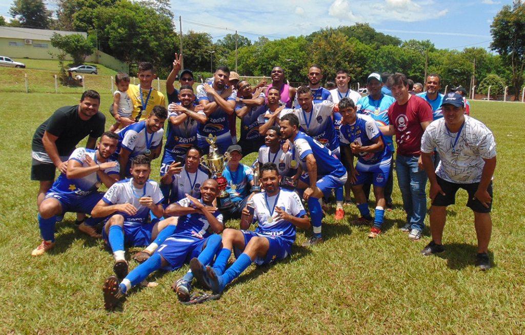 Time do Vila comemorou o campeonato (Foto: Divulgação)