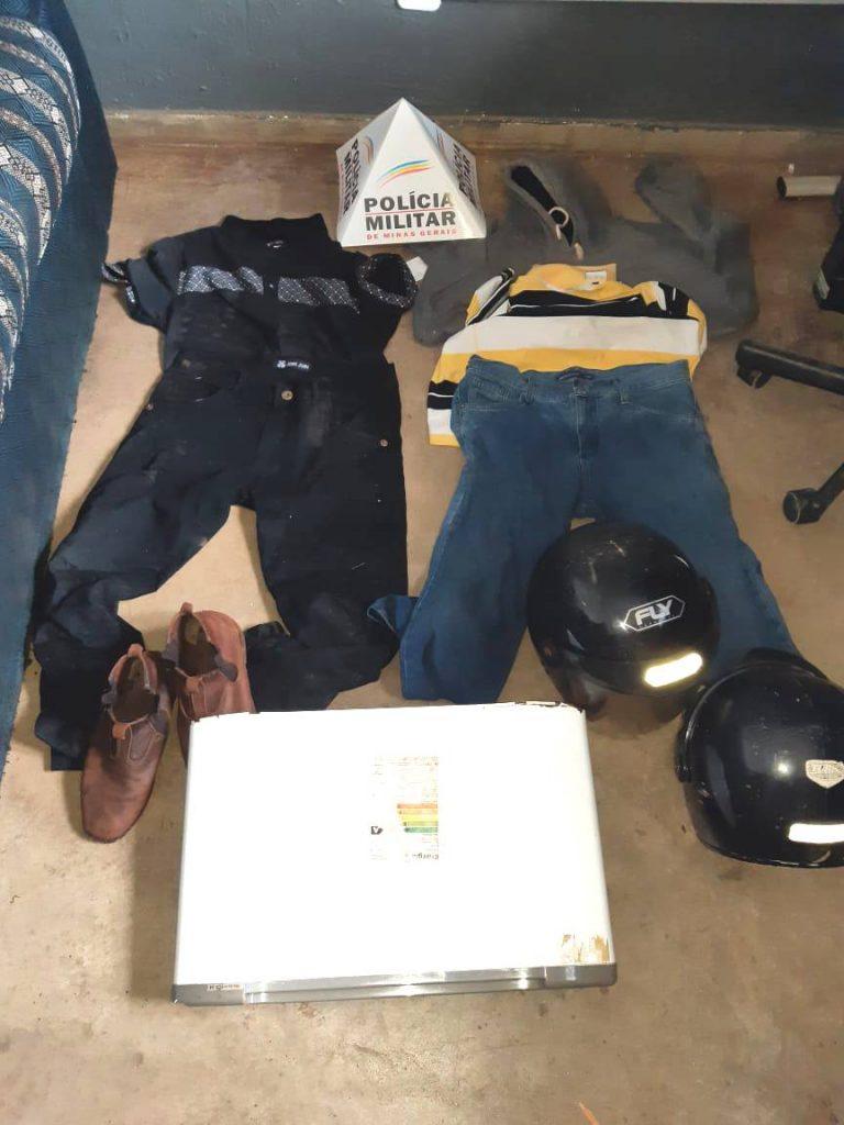 Na imagem, as roupas utilizadas pelos suspeitos no momento do crime (Foto: PMMG/Divulgação)