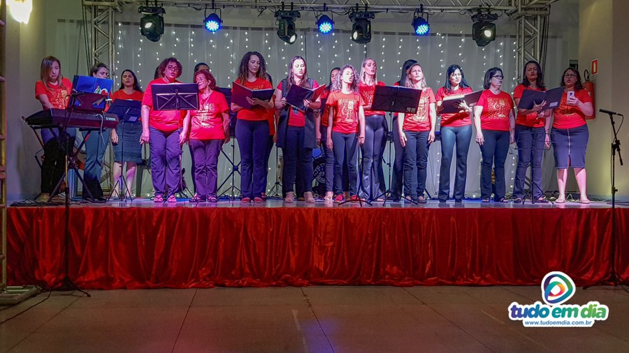 Grupo Fox Femina durante apresentação na 3º Cantata de Natal (Foto: Paulo Braga/Tudo Em Dia)