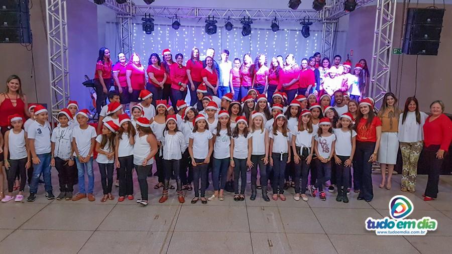 Professores e alunos realizaram um verdadeiro espetáculo de natal durante a 3º edição da cantata (Foto: Paulo Braga/Tudo Em dia)