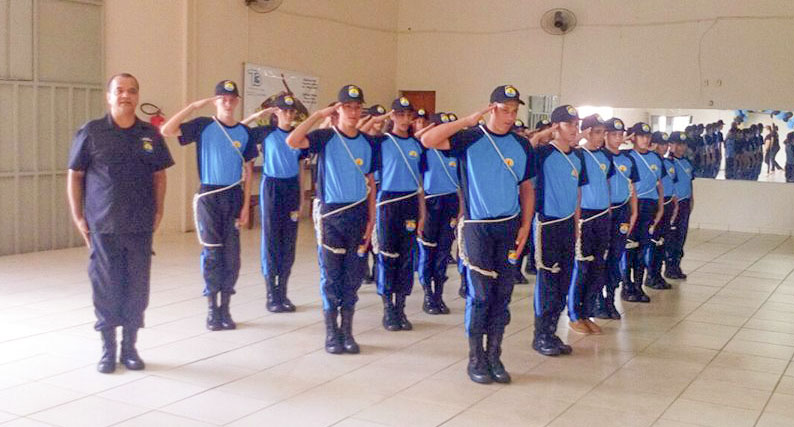 (Esq) Sargento Marco Antônio de Oliveira um dos responsáveis pelo projeto (Foto: Reprodução)