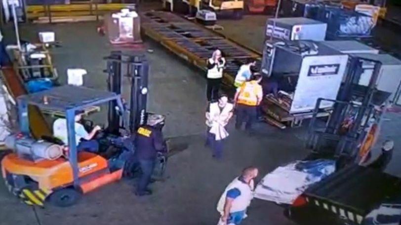 Criminosos roubam carga com ouro de dentro do aeroporto internacional de Cumbica, em Guarulhos / Imagem: Reprodução