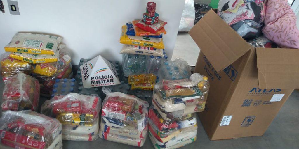 A campanha da PM arrecadou alimentos, roupas e produtos de higiene (Foto: PMMG/Divulgação0