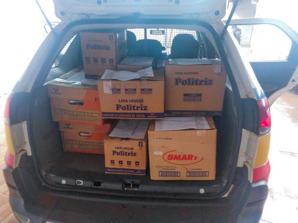 Alimentos arrecadados pelo 5º Pelotão em Capinópolis (Foto: PMMG)