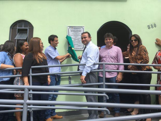 Momento do descerramento da placa  (Foto: Divulgação)