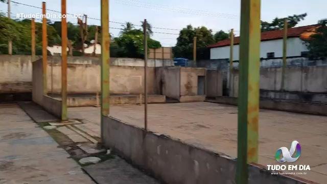 Quadra inacabada deve ter sua construção retomada (Foto: Paulo Braga)