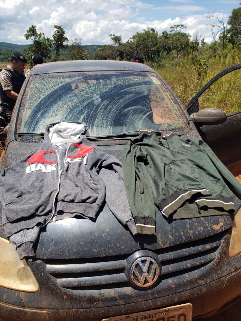 Veículo era ocupado pelos criminosos (Foto: PMMG/Divulgação)