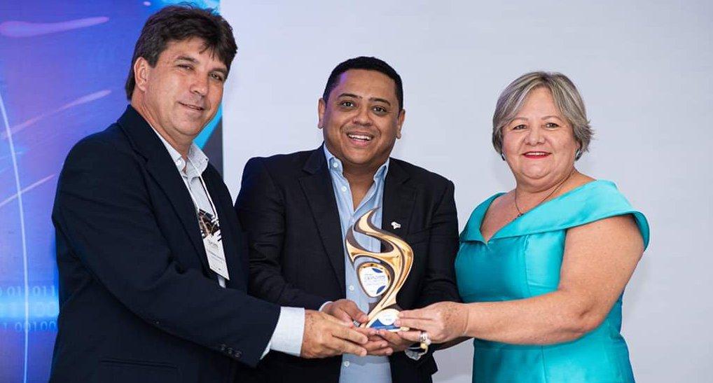 (Esq) Cleidimar Zanotto — prefeito de Capinópolis; Gustavo Moreira — promotor do evento; e Iracilda Duarte — Secretária de Educação e Cultura de Capinópolis (Foto: Aquivo pessoal)