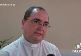 Padre Edivan Queiroz durante entrevista ao Tudo Em Dia (Foto: Tudo Em Dia)
