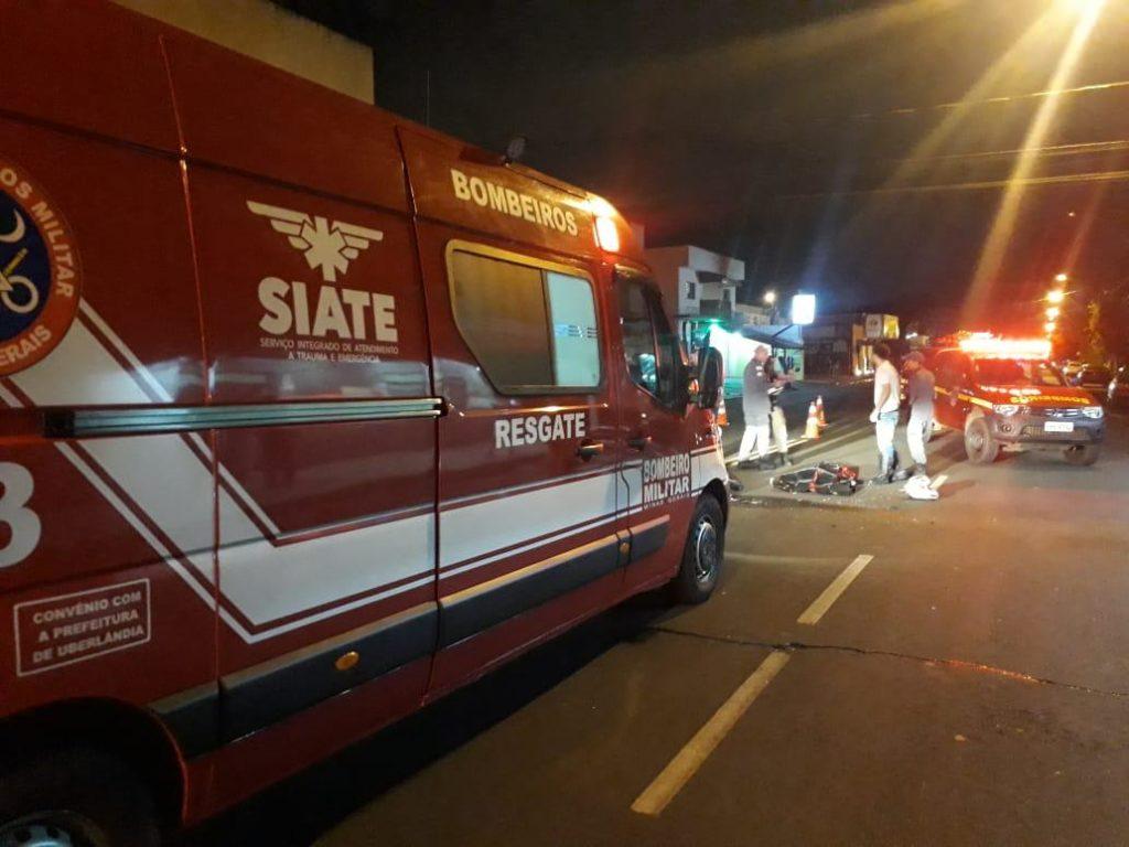 A vítima do acidente fatal tinha 19 anos de idade e morreu no local. Uma unidade dos bombeiros chegou a ser acionada, no entanto, a vítima já não apresentava sinais vitais (Foto: Reprodução)