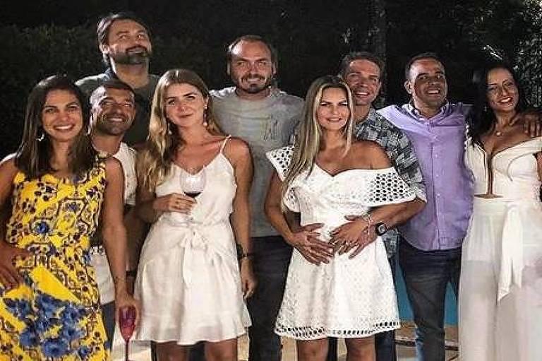 Foto postada por Carlos Bolsonaro em rede social mostra à direita do vereador o agora diretor-geral da Polícia Federal Alexandre Ramagem - Reprodução/Carlos Bolsonaro no Instagram
