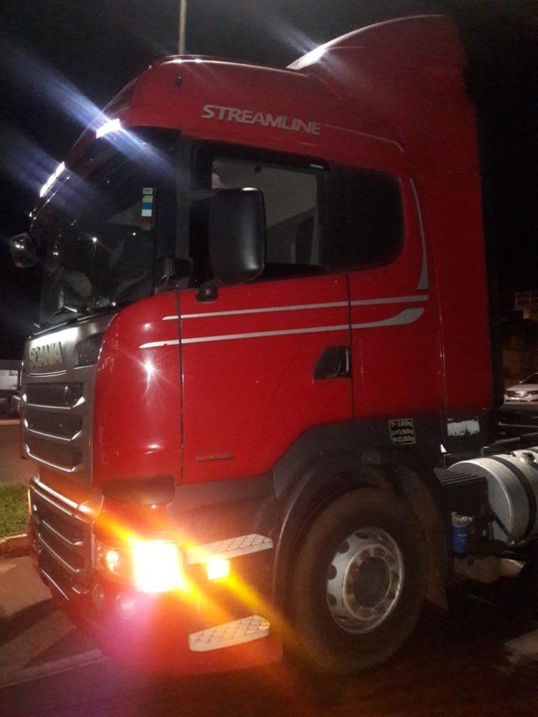 Caminhão marca Scania foi recuperado em Centralina, no Pontal do Triângulo Mineiro | Foto: PMMG/Divulgação