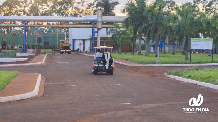 Pe. Eduardo Santos abençoou todos os setores da empresa (Foto: Paulo Braga / Gabriel Kazuto)