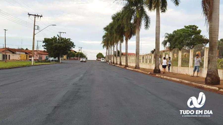 O recapeamento corrigiu danos severos na antiga pavimentação | Foto: Gabriel Kazuto