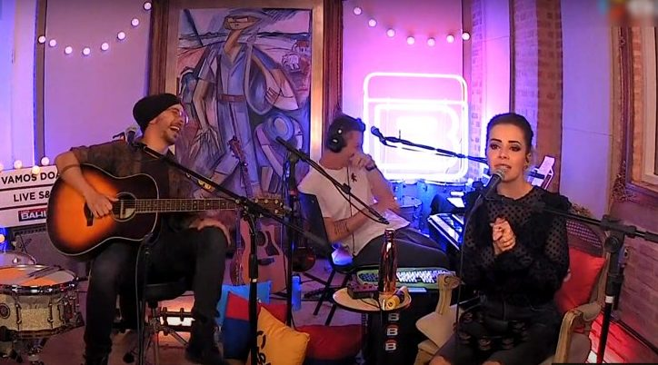 Momento da live de Sandy e Júnior | Foto: Reprodução/Youtube