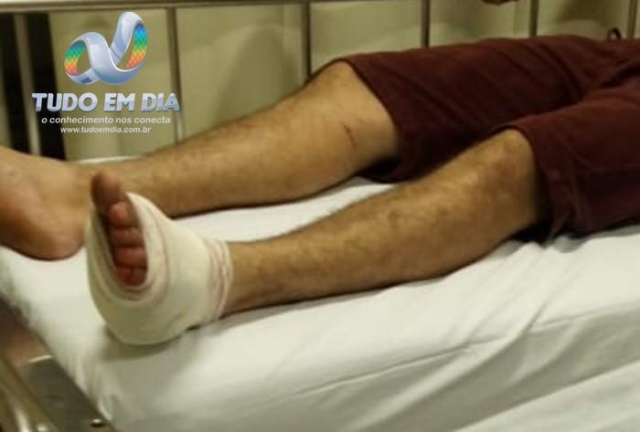 Homem foi ferido no pé esquerdo e atendido no Pronto Atendimento | Foto: Tudo Em Dia
