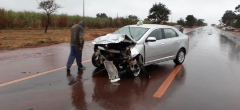 Parte dianteira do táxi ficou destruída | Foto: Reprodução