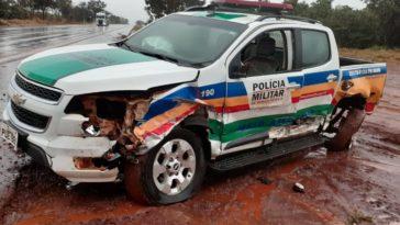 Parte lateral da viatura da PMMA ficou danificada | Foto: Reprodução