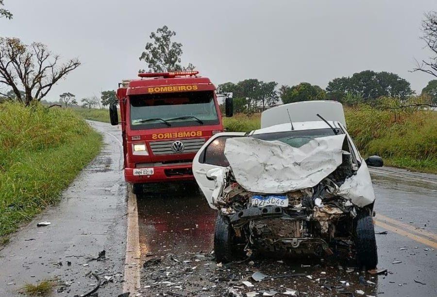 Acidente BR-452 em Perdizes — Foto: Corpo de Bombeiros/Divulgação