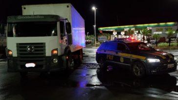 Caminhão apreendido na Br-365 em Ituiutaba tem chassi clona do Exército Brasileiro, segundo a PRF — Foto: PRF/Divulgação