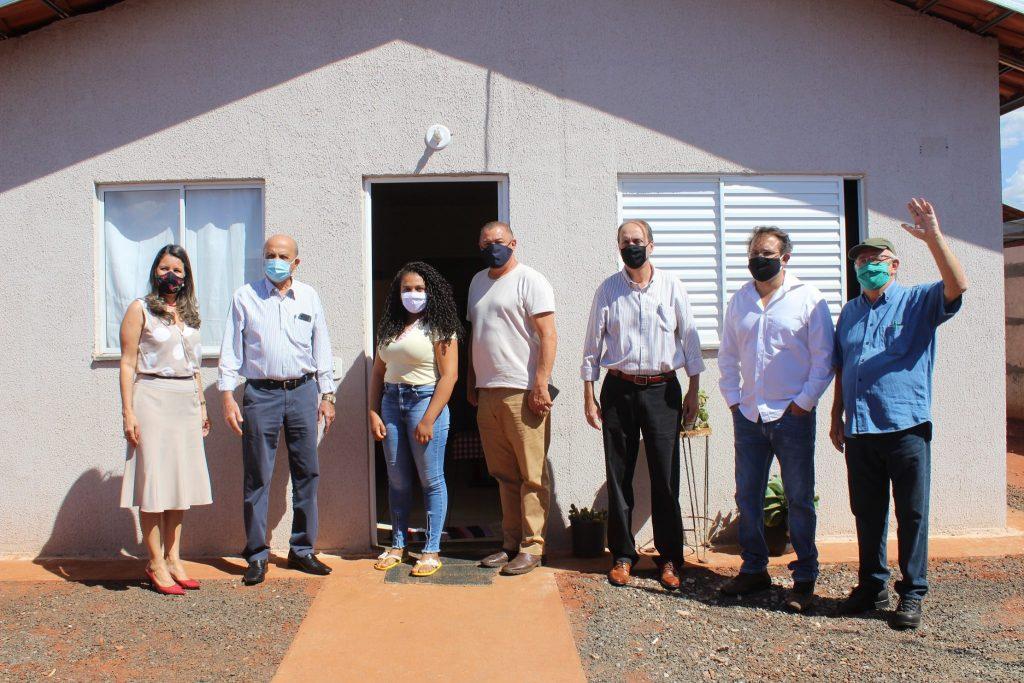 Ocasião da visita do embaixador Bowler à residência da moradora Maria Rita Camilo Nascimento