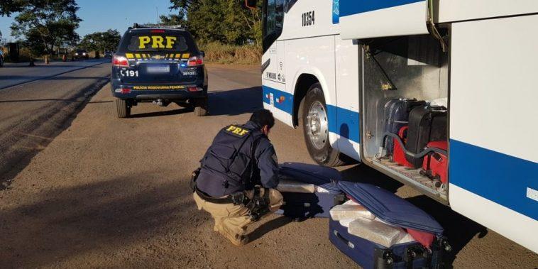 O ônibus de transporte intermunicipal estava nas proximidades de Patos de Minas e fazia a rota Uberlândia/Montes Claros — Foto: PRF/ Divulgação