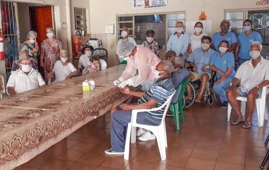 Testagem foi efetuada em todos os assistidos da instituição. Todos testaram negativo para a doença | Foto: Secretaria de Saúde de Capinópolis-MG.