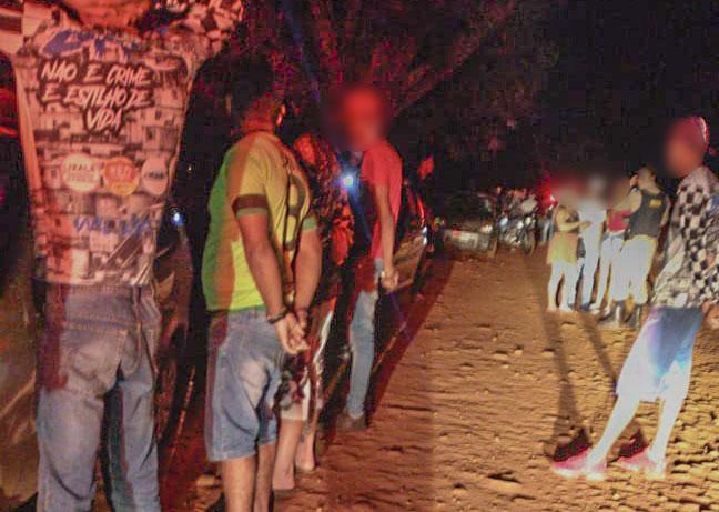 No local, conhecido como 'gameleira', cerca de 25 pessoas foram orientadas a obedecer as medidas preventivas contra a Covid-19