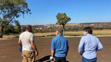 (Esq) Brian Bowler — embaixador do Malawi—, Joedis Marques e Cleidimar Zanotto | Foto: Reprodução