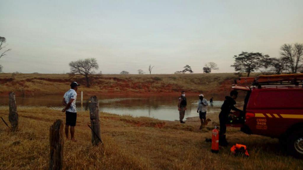 Corpo foi encontrado a uma profundidade aproximada de 4 metros   Foto: Bombeiros/Divulgação