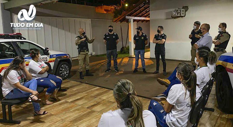 Comandante Ricardo e os integrantes de cada equipe, traçam estratégias para coibir as aglomerações