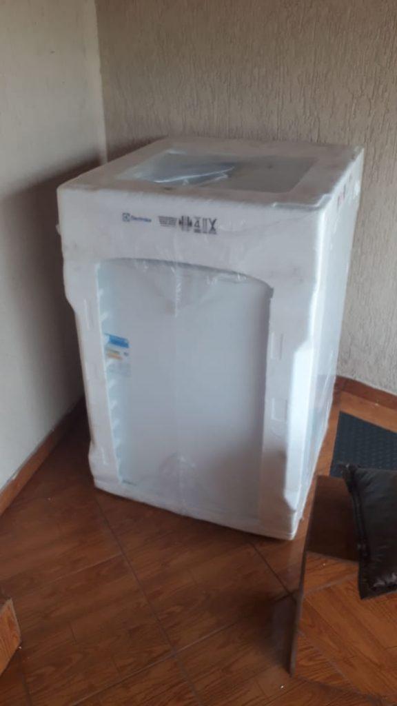 A máquina de lavar foi recebida por uma dona de casa, que acionou a PMMG. O produto foi apreendido | Foto: PMMG/Divulgação