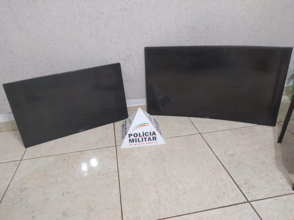 Televisores recuperados pela polícia foram furtados em uma propriedade rural   Foto: PMMG/Divulgação