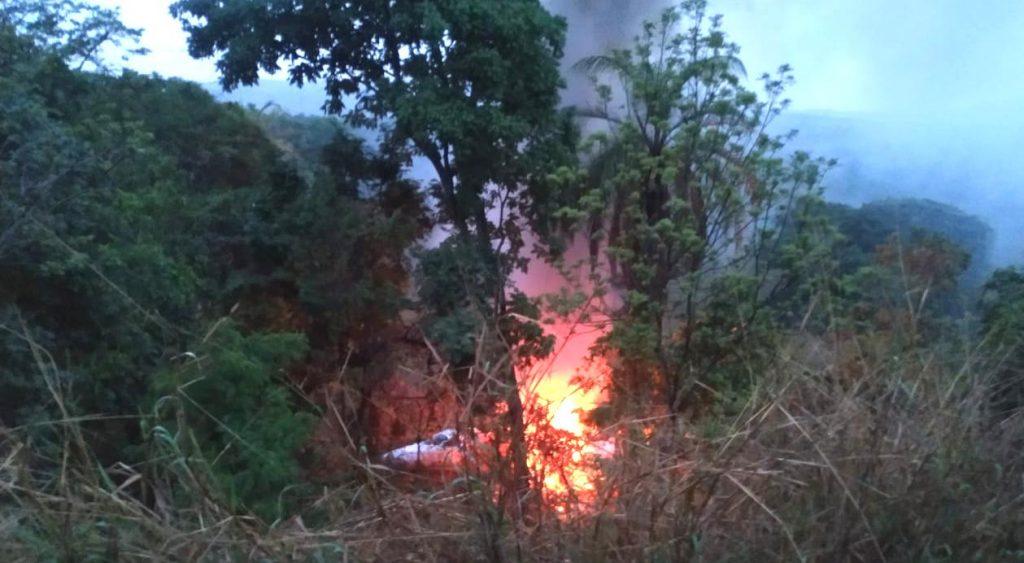 Avião foi consumido pelas  chamas | Foto: Bombeiros